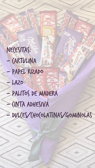 Necesitas: - Cartulina - Papel rizado - Lazo - Palitos de Madera - Cinta adhesiva - Dulces/Chocolatinas/Gominolas