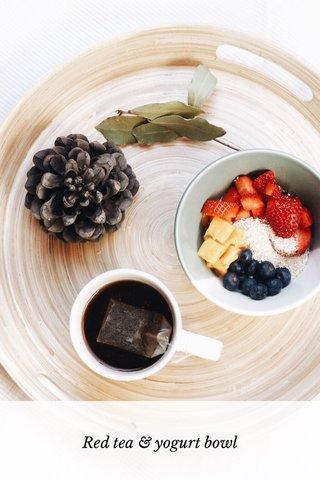 Red tea & yogurt bowl