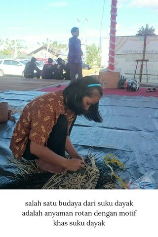 salah satu budaya dari suku dayak adalah anyaman rotan dengan motif khas suku dayak