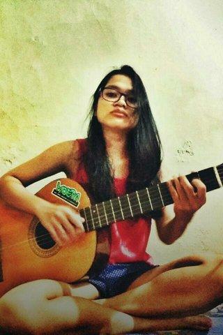 bukan tentang bagaimana aku bisa dengan hebat memainkan sebuah lagu, tapi tentang bagaimana setiap petikan itu bisa aku nikmati -deviwahyu-
